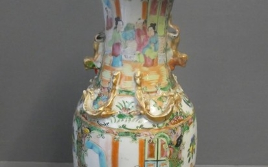 Canton vase with dog of fo handles, decorated with naturalis...