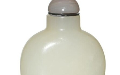 Chinese White Jade Snuff Bottle, Early 19th Century