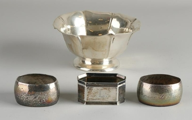 Lot silver with a cream bowl, 800/000, on a round base