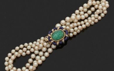 NECKLACE of fifty-one, forty-seven and forty-five falling white cultured pearls, the clasp in yellow gold 750 thousandths polylobé, translucent blue enamel adorned with twisted lines of small diamonds, the center set with a cabochon emerald engraved...