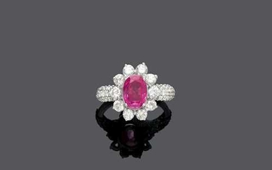 PINK SAPPHIRE AND DIAMOND RING.