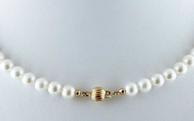 Pearl Necklace with 18k yellow gold closure