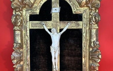 Precious 18th century Crucifix within coeval frame - Ivory, Wood - Second half 18th century