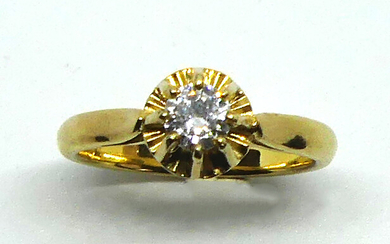 RING decorated with a diamond set in solitaire, set in yellow gold. Weight 3,8 g. TDD 52