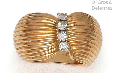"""Ring """" Turban """" in striated yellow gold, set with four brilliant-cut diamonds. Tour de doigt : 48. P. Brut : 12,9 g."""