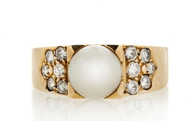 Ring in yellow gold, diamonds and cultivated pearl