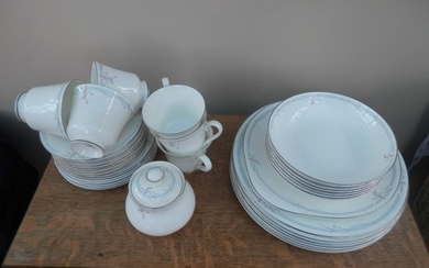 Royal Doulton dinner service in Carnation design. 32 pieces ...