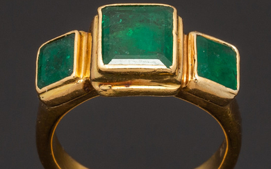 Emerald ring, 750 gold