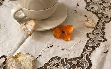 Tea tablecloth embroidered with Burano lace (1) - Linen - 1950