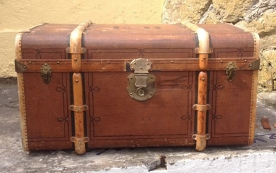 Trunk - Canvas covered wood brass leather trim - 1920's