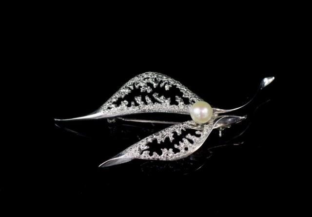 14ct white gold and pearl Mikimoto brooch 14k marked to reve...