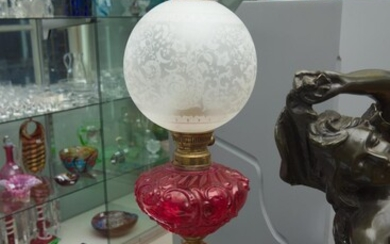 A FRENCH BRASS KEROSENE LAMP, RUBY GLASS FONT, ST LOUIS ETCHED AND FROSTED GLASS SHADE (SIGNED), 80 CM TOTAL HEIGHT