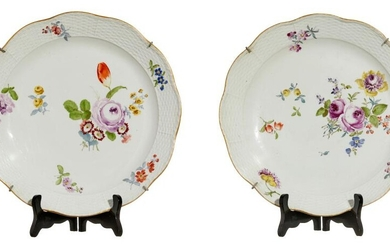 A PAIR OF LARGE MEISSEN SERVING DISHES