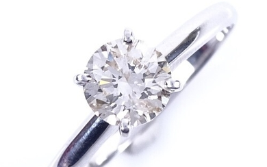 A modern 14ct white gold 1.01ct solitaire diamond ring, in h...