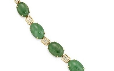 AN 18 CARAT GOLD NATURAL JADEITE BRACELET, the oval