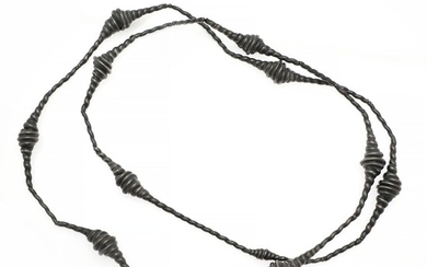 Anette Wille: A necklace of oxidized silver. L. app. 156 cm.