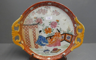 Japanese dish on a famille rose ground depicting 2 figures (...