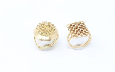 Set of two 18k (750) yellow gold rings, one with granulated decoration, the other with rings and balls decoration.