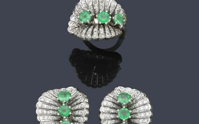Short earrings and diamond ring with round cut