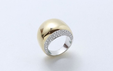 Two-tone 750 thousandths gold ring, the two sides...