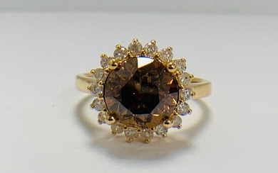 14ct Yellow Gold Diamond ring featuring centre, round...