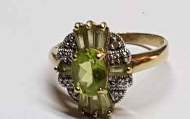9ct Yellow Gold Ring with Large Oval Peridot Stone in Center...