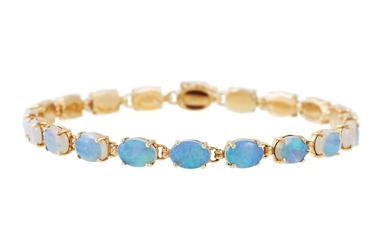 A 14CT YELLOW GOLD BRACELET set with nineteen polished opals