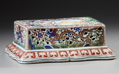 A CHINESE WUCAI PORCELAIN INKSTONE HOLDER, 19TH-20TH