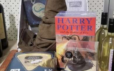 A COLLECTION OF HARRY POTTER RELATED ITEMS