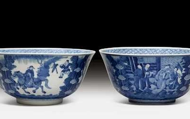 A FINE PAIR OF KANGXI-STYLE BLUE AND WHITE BOWLS.
