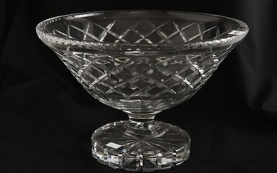 A LARGE HEAVY CUT CRYSTAL FOOTED CENTRE BOWL, 30.5 CM DIAMETER, 20 CM HIGH, LEONARD JOEL LOCAL DELIVERY SIZE: SMALL