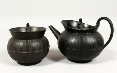 A WEDGWOOD BLACK BASALT CIRCULAR TEAPOT AND COVER and