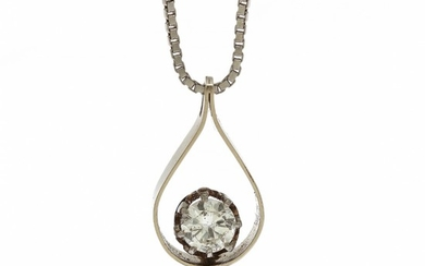 A diamond pendant set with a brilliant-cut diamond, mounted in 14k white gold. Accompanied by necklace of 14k white gold. L. 38 cm.