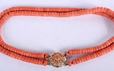 AN 18CT GOLD AND CORAL NECKLACE. 62 grams. Strand 34 cm