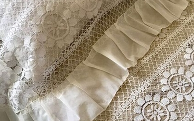 Antique bedspreads and handmade pillow covers. Double bed (3) - Cotton, Lace, Organza - First half 20th century