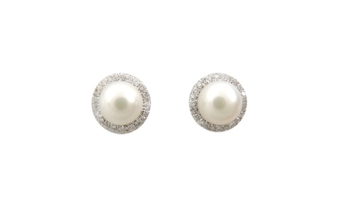 Daisy earrings with diamonds and Akoya cultured pearls