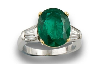 GOLD RING WITH EMERALD DIAMONDS