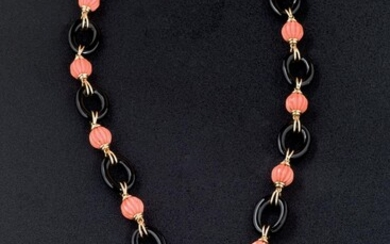 Necklace, bracelet, earrings 14 K coral and onix