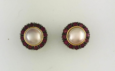 Pair of ear clips in gold 750°/°°° and...