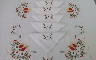 Spectacular Christmas tablecloth in pure linen with full stitch embroidery by hand - 175 x 270 cm - Linen - 21st century
