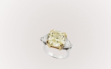 YELLOW FANCY DIAMOND AND GOLD RING