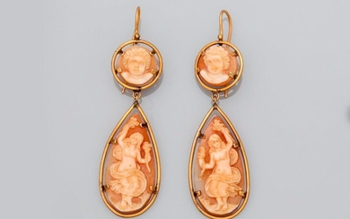 Yellow gold earrings, 585 MM, each made up of two cameos on shells set with cherub heads and two antique face to face dancers, length 6.5 cm, 19th c., weight: 11.9gr. gross.