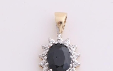 Yellow gold pendant, 585/000, with sapphire and