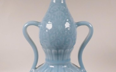 A Chinese blue glazed porcelain double gourd vase with two h...