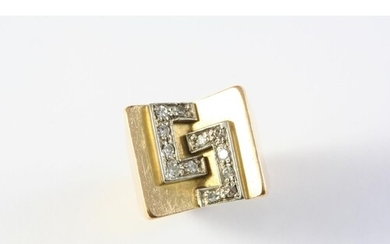A DIAMOND AND GOLD RING the 18ct gold mount with applied dia...