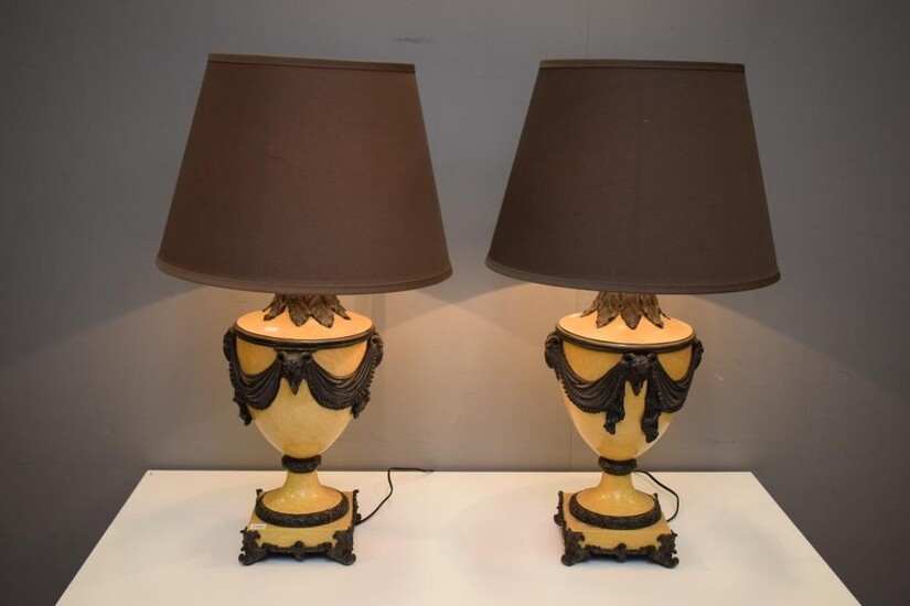 A PAIR OF CLASSICAL STYLE LAMPS WITH CRACKLE EFFECT AND SILK SHADES (81 CM H)