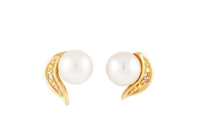 A PAIR OF CULTURED PEARL EARRINGS, mounted in 18ct gold
