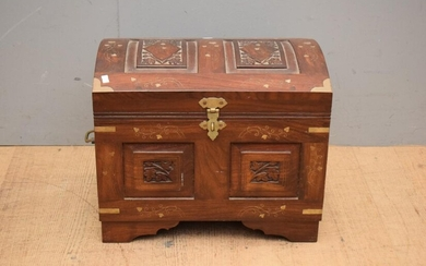 A SMALL BRASS INLAID CHEST (38H X 46W X 36D CM)