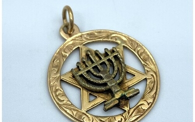A vintage 9ct yellow gold star of David pendant with central...