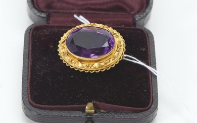 AN ANTIQUE AMETHYST BROOCH/PENDANT ACID TESTED AS 15CT GOLD, 26X20MM, 6.1GMS